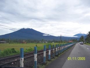 Gunung Singgalang dan Gunung Merapi