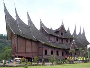 istana pagaruyung - batu sangkar